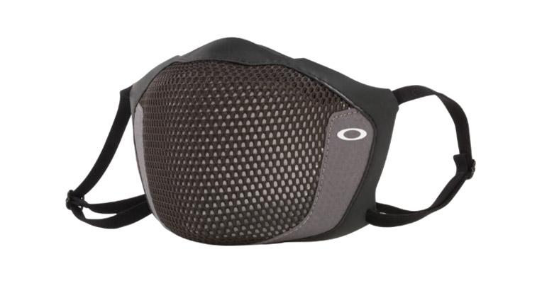 オークリーが手掛ける、黒くてスポーティーな感染予防用マスク!