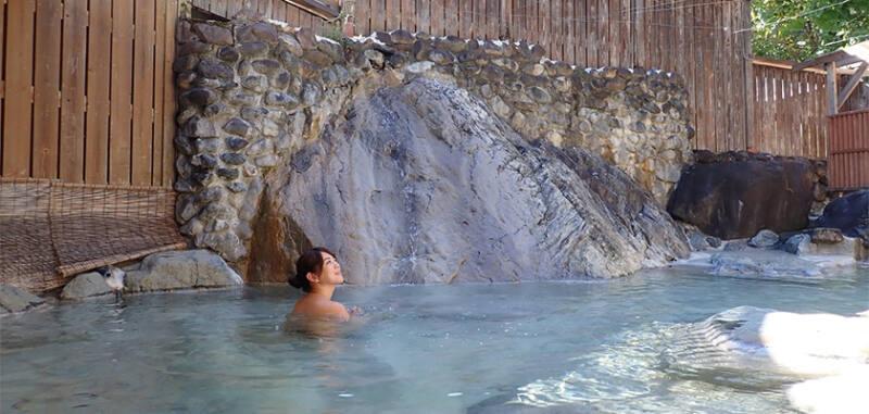 【白馬八方温泉 おびなたの湯】 アルカリ性温泉。別名「美人の湯」