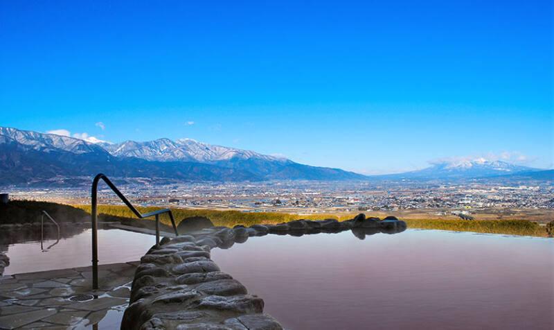 【みはらしの丘 みたまの湯】 開放感抜群!山々を見渡す露天風呂でリフレッシュ